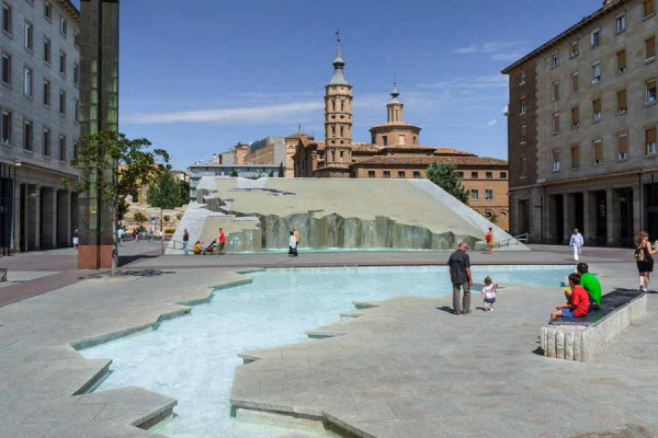spain_zaragoza_fountain_waterfall